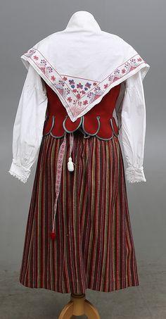 Bilder för 451586. FOLKDRÄKT, Skedevi, Östergötland. – Auctionet