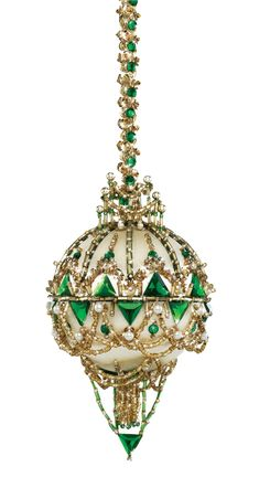 Swarovski Ornaments, Sequin Ornaments, Beaded Ornament Covers, Quilted Ornaments, Christmas Ornaments To Make, Homemade Christmas Gifts, Christmas Snowflakes, Handmade Christmas, Christmas Crafts