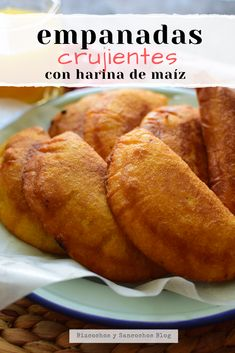 Empanadas Recipe Dough, Cornmeal Recipes, Bolivian Food, Costa Rican Food, Venezuelan Food, Baked Breakfast Recipes, Mexican Dinner Recipes, Famous Recipe, Tasty