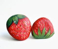 Strawberry stone painting by Isideastone on Etsy Stone Art Painting, Pebble Painting, Love Painting, Ceramic Painting, Pebble Art, Stone Crafts, Rock Crafts, Painted Rocks Kids, Painted Stones
