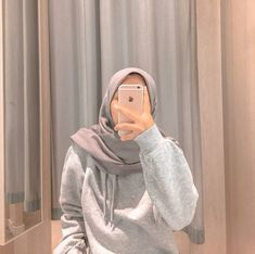Casual Hijab Outfit, Hijab Chic, Hijabi Girl, Girl Hijab, Girl Photo Poses, Girl Photos, Hijab Hipster, Girly Images, Girls Mirror
