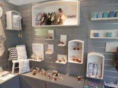 Gorgeous display using slatwalls. Be sure to click through to the blog for more photos of this booth.