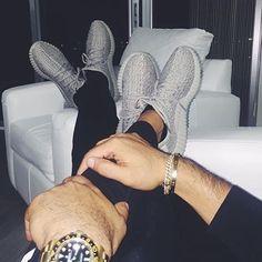 75.1 тыс. отметок «Нравится», 1,349 комментариев — Relationship Goals | Blog (@couplegoals) в Instagram: «When you match with babe.  @peepthesekicks»