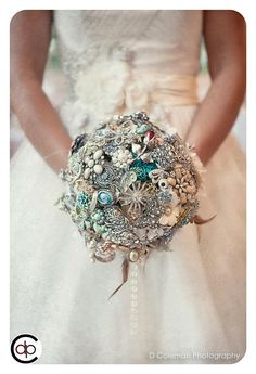 Vintage brooch bouquet = amazing