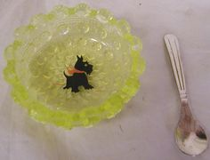 Vaseline Glass Lacey Daisy Pattern with Scottie Dog Open Salt Cellar with Spoon Salt And Pepper Cellars, Salt Cellars, Salt Pepper Shakers, Little Spoon, Dog Search, Condiment Sets, Vaseline Glass, Daisy Pattern, Scottie Dog