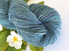 """Handgesponnen & -gefärbt - """"Acai"""" (Lace) - handgesponnene Wolle - ein Designerstück von Martinas-Wollkoerbchen bei DaWanda"""