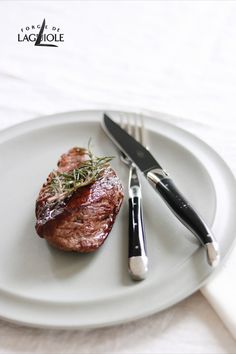 Looking for inspiration for an excellent dinner at the weekend? How about a wonderful and juicy steak? Our Forge de Laguiole® knives are the perfect match for this dish. Why? Because the sharp blade and the smooth cut keep the juices of the meat in the steak. Because your meal deserves perfection. #forgedelaguiole #laguiole #knife #knives #laguioleknife #laguioleknives #madeinfrance #steak #dinner #lunch #finedining #tablesetting #steakknife #steakknives #cutlery