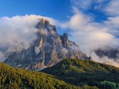 Mount Langkofel, Dolomites, South Tyrol, Italy  Radius / SuperStock