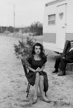 VOGUE PARIS - LOLITA - Milla Jovovich i Harry Dean Stanton, pustynia Mojave, Kalifornia, 1990 - Peter Lindbergh
