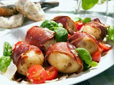 Food the old fashioned way Tapas, Retro Recipes, Ethnic Recipes, Childhood Days, Frisk, Evening Meals, Caprese Salad, Baked Potato, Sausage