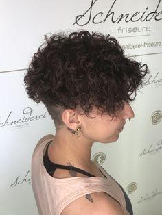 Hair cut with perm Trends, Perm, Curls, Hair Cuts, Fashion, Shaving Machine, Barbershop, Hairdressers, Dressmaking