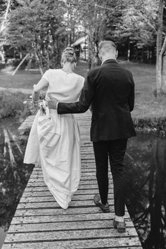 Photography: Fabrice Tranzer - www.fabricetranzer.com  Read More: http://www.stylemepretty.com/2015/04/10/casual-chic-summer-wedding-at-barn-on-the-pond/