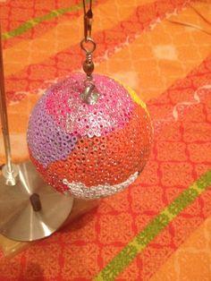 bola de navidad echa con hama beads