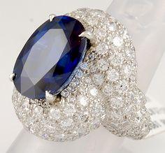 ♔ DAVID WEBB 18K WHITE GOLD PLATINUM DIAMOND SAPPHIRE NO HEAT RING APPROX. 13.66 CARATS OF SAPPHIRE. YAFA JEWELRY