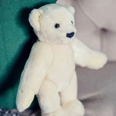 White love named 🐻 Rosemary 🐻 Growth A bear, who want to give his love to you. Washing Stuffed Animals, Small Teddy Bears, Bear Shop, Cleaning Toys, Vintage Children, Plushies, Beast, Cute, Artist