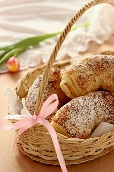 BÉKEBELI , DIÓS BÚRKIFLI Hungarian Recipes, Bagel, Cooking Recipes, Yummy Food, Pasta, Bread, Food And Drink, Baking, Hungary