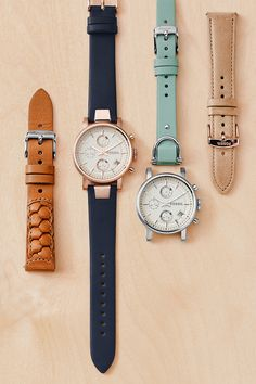 The Original Boyfriend watch is our favorite interchangeable watch! Mix and match with colored, braided and neutral straps for the ultimate spring look.