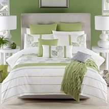 OMG I love that color green and the white looks so beautiful with that green