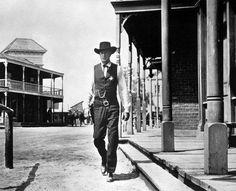 """A la hora señalada"" (""High Noon"", 1952). Dir. Fred Zinnemann. Stars:  Gary Cooper, Grace Kelly, Thomas Mitchell."