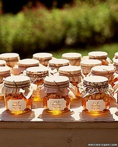 honey wedding favors...love this idea for fall! Here in Savannah, GA we are home to delish honey! @savannahbeecompany crouchesgal