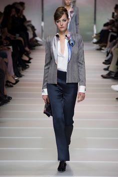 Guarda la sfilata di moda Armani Privé a Parigi e scopri la collezione di abiti e accessori per la stagione Alta Moda Primavera Estate 2018.