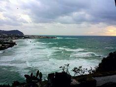Ogni tanto, d'inverno, capita.    Isolani...isolati...    #ischia #ischiaponte #viraccontolitalia