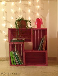 Libreria di cassette Cube Furniture, Crate Decor, Diy Wooden Crate, Crate Shelves, Wood Crates, Diy Pallet Projects, Decoration, Farmhouse Decor, Diy Home Decor