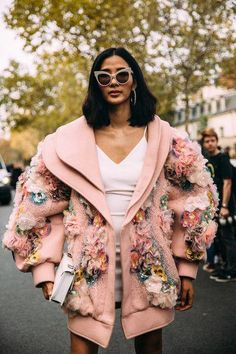 Fashion Tips 101 Attendees at Paris Fashion Week Spring 2019 - Street Fashion.Fashion Tips 101 Attendees at Paris Fashion Week Spring 2019 - Street Fashion Style Haute Couture, Couture Fashion, Diy Fashion, Runway Fashion, Trendy Fashion, Fashion Beauty, Fashion Looks, Fashion Outfits, Womens Fashion