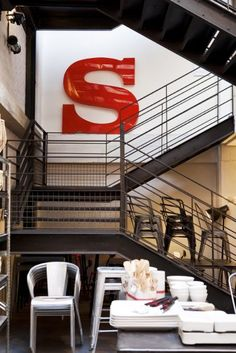 When a resource becomes a hot commodity there's always a danger that it will meet a tragic end. But vintage signs? Industrial House, Industrial Chic, Vintage Industrial, Atelier Loft, Vintage Logo, Vintage Signs, Stair Ladder, Warehouse Living, Letters And Numbers