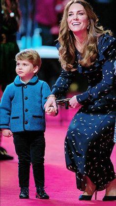 Kate Middleton Shoes, Kate Middleton Style, Catherine Cambridge, Duchess Of Cambridge, Duchess Kate, Duke And Duchess, Prince William Family, Middleton Family, Princesa Kate
