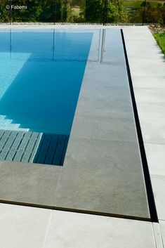 Discover recipes, home ideas, style inspiration and other ideas to try. Swimming Pool Landscaping, Small Backyard Pools, Swimming Pool Designs, Outdoor Swimming Pool, Pool Spa, Luxury Swimming Pools, Outdoor Pool Shower, Piscina Diy, Overflow Pool