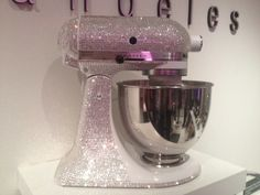 This definitely needs to be part of my kitchen. Not because i'd EVER use it, but it's purdy!