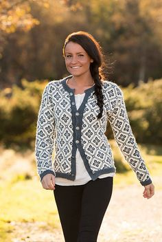 Ravelry: Elidakofta pattern by Berit Ramsland Fair Isle Knitting Patterns, Fair Isle Pattern, Knitting Stitches, Knitting Designs, Knitting Yarn, Hand Knitting, Knitting Tutorials, Vintage Knitting, Norwegian Knitting