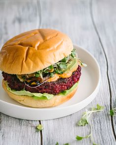 These Gluten-free and Vegan Beet Chickpea Burgers with a vegan harissa spread are the ULTIMATE veggie burger. Their gorgeous bright pink hue makes them even more mouthwatering.The perfect plant-based veggie burger patty Veggie Recipes, Vegetarian Recipes, Vegetarian Barbecue, Hamburger Recipes, Vegetarian Cooking, Soup Recipes, Vegan Fitness, Chickpea Burger, Vegan Veggie Burger