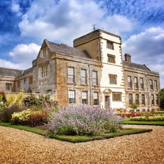 Canons Ashby is an Elizabethan manor house in peaceful Northamptonshire countryside. Added to over the years particularly in the 1700s.