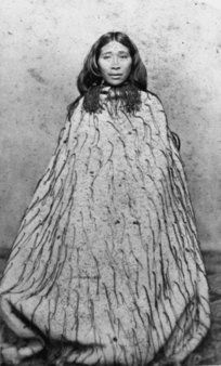 Maori woman, possibly Hone Werera, wearing a tag cloak Maori People, Tribal People, Old Photos, Vintage Photos, Once Were Warriors, Polynesian People, Maori Art, All In The Family, Interesting History
