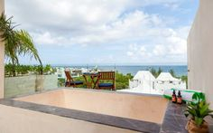 Sabor a Miel 503 by Happy Address Playa del Carmen Set 600 metres from 5th Avenue in Playa del Carmen, this apartment features free WiFi. The property boasts views of the sea and is 1.5 km from 28 de Julio Square. Free private parking is available on site.