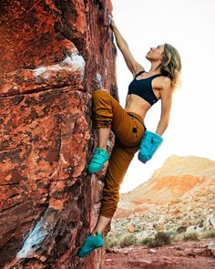 Make it comfortably and expectantly in your most-liked looks from Mountain climbing women's compilation. Rock Climbing Workout, Rock Climbing Shoes, Climbing Outfits, Climbing Girl, Sport Climbing, Ice Climbing, Mountain Climbing, Mountain Biking, Boulder Climbing