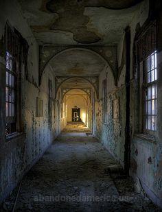 hospital estadual peregrino - Next Project - Victorian Hallway - Old Buildings, Abandoned Buildings, Abandoned Places, Pilgrim State Hospital, Abandoned Prisons, Haunted America, Victorian Hallway, Hospital Photos, Abandoned Hospital
