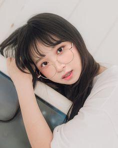 Visit Us : www. Korean Beauty Girls, Pretty Korean Girls, Cute Korean Girl, Cute Asian Girls, Asian Beauty, Ulzzang Glasses, Korean Glasses, Ulzzang Makeup, Korean Girl Photo