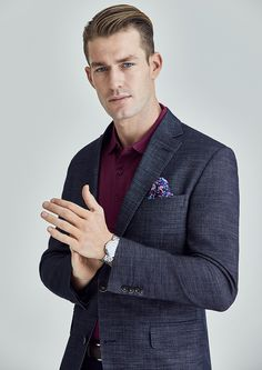 Fabric:  Super 100's Pure Australian Merino Wool Body Fit: Classic Fit  Colour: Dark Navy  Super 100's Pure Australian Merino Wool Sport Coat in navy with blue contrast yarn effect. With a balanced lapel, soft shoulder construction and fully-lined, Dayton embodies casual weekend elegance for the warmer months.