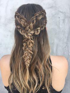 Channel Your Inner Khaleesi with This Game of Thrones Waterfall Braid - All For Hairstyles Medieval Hairstyles, Mohawk Hairstyles, Flower Girl Hairstyles, Braided Hairstyles Tutorials, Hairstyles With Bangs, Curly Hair Braids, Braids For Long Hair, Khalessi Hair, Medium Hair Styles