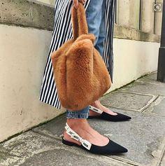 Those Dior flats!!!! http://www.lecatch.com/2017/06/dior-jadior-slingbacks.html