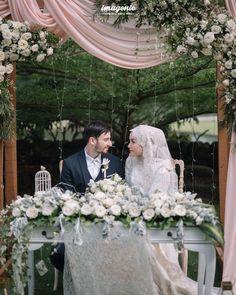 Wedding Farhad and Hamidah by Imagenic - 022 Used Wedding Decor, Wedding Backdrop Design, Wedding Venue Decorations, Table Decorations, Kebaya Wedding, Muslimah Wedding Dress, Wedding Hijab, Wedding Dress Sleeves, Modest Wedding Dresses