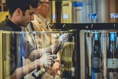 How to change the bottles in the Enomatic Enoround wine dispensers? It's easy!