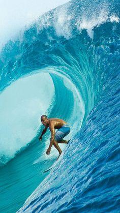 Vote aqui nos melhores vídeos de surfe dos últimos 15 anos: http://wnli.st/1MIattR #KellySlater #Surf