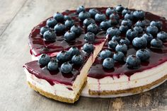 This Blueberry Cheesecake is vegan, gluten-free, refined sugar-free, and easy to make. It's the perfect dessert if you love to eat a healthy cheesecake Blueberry Desserts, Vegan Blueberry, Blueberry Cheesecake, Chocolate Cheesecake, Cheesecake Crust, Healthy Cheesecake, Cheesecake Recipes, Dessert Recipes, Halloumi Burger