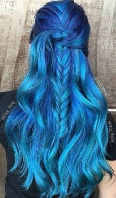 Haare Sapphire blue hair color Wedding Catering: Buffet Or Service Article Body: Another conundrum f Hair Color 2016, Bold Hair Color, Bright Hair Colors, Hair Dye Colors, Bright Blue Hair, Pastel Blue, Colorful Hair, Bold Colors, Royal Blue Hair