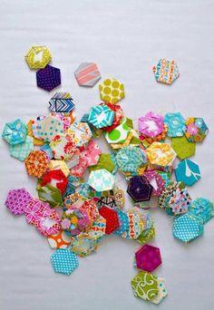 pour réaliser un projet patchwork, on nécessite plusieurs hexagones habillés de tissu