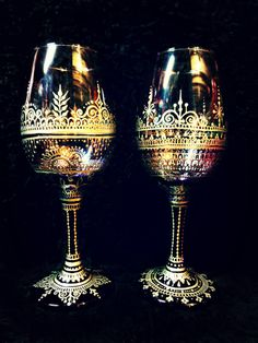 Purple Glass Metallic Silver Hand-Painted Henna by Behennaed Wedding Wine Glasses, Diy Wine Glasses, Decorated Wine Glasses, Painted Wine Glasses, Mosaic Glass, Glass Art, Cocktail Glass, Bottle Vase, Purple Glass